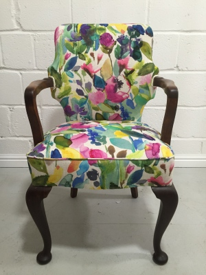 George II style chair in Bluebell Gray Petite Mode linen